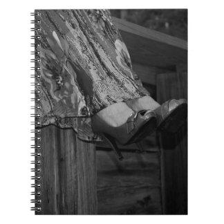 Forma preto e branco caderno