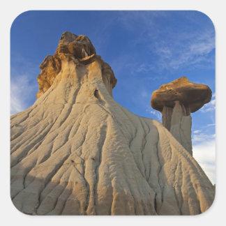 Formações do ermo no parque estadual de Makoshika Adesivo Quadrado
