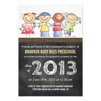 Formando do pré-escolar ou do quadro da classe do  convites personalizados