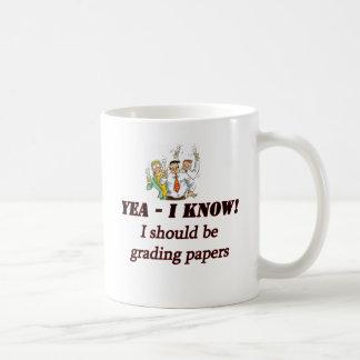 formando papéis caneca de café