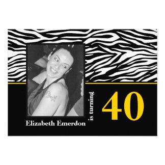 Foto amarela branca preta do aniversário de 40 ano