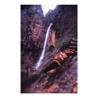 Foto As quedas Weeping da rocha na garganta de Zion