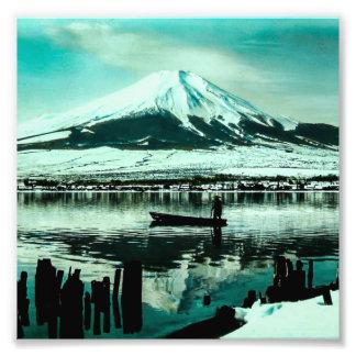 Foto Barqueiro solitário abaixo da sombra do inverno de