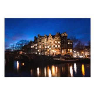 Foto Casas do canal de Amsterdão na noite