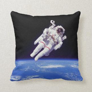 Foto da órbita de terra do Spacewalk de Jetpack do Almofada