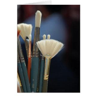 Foto das escovas de pintura do artista cartões