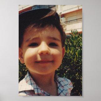 Foto de sorriso doce da criança do menino bonito pôster