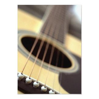 Foto do close up da guitarra acústica convite 12.7 x 17.78cm