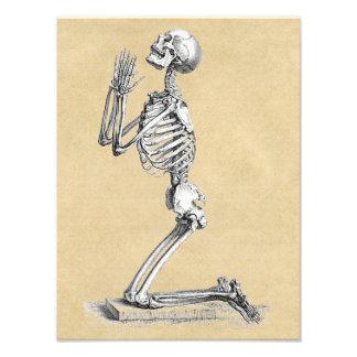 Foto Esqueleto na oração