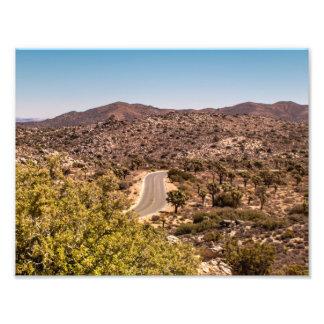 Foto Estrada só do deserto da árvore de Joshua
