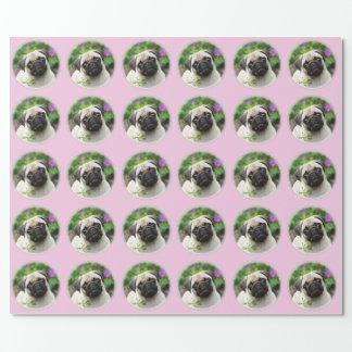 Foto fulva bonito do cão de filhote de cachorro do papel de presente