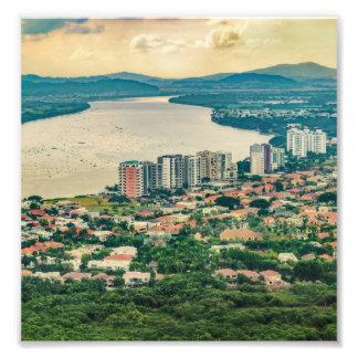 Foto Ideia aérea do subúrbio de Guayaquil do plano