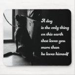 Foto inspirada preto e branco do cão mousepads