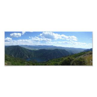 Foto Lago e panorama das colinas