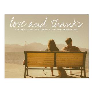 Foto moderna do casal do amor e dos obrigados | cartão postal