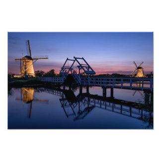 Foto Moinhos de vento e um drawbridge no impressão do