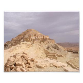 Foto Montanhas velhas em um deserto
