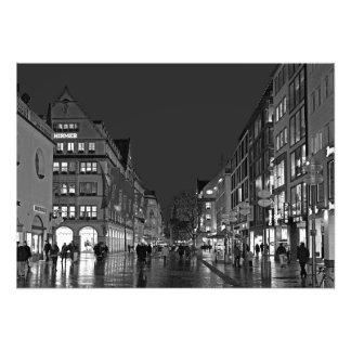Foto Noite em Kaufingerstrasse em Munich.