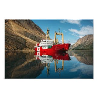 Foto O navio de Canadá C3 nas montanhas de Torngat
