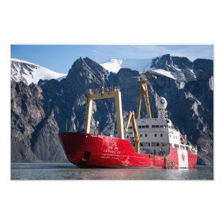 Foto O navio de Canadá C3 no Fiord norte do braço,