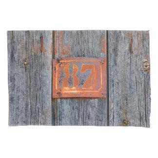 Foto oxidada do no. 87 do número da casa do metal