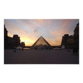 Foto Pirâmide no Louvre