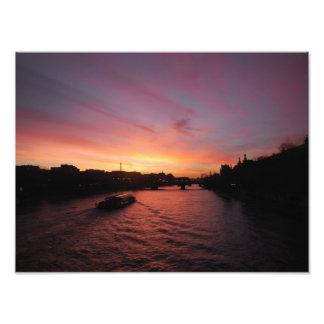 Foto Por do sol no rio Seine