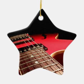 Foto vermelha brilhante da guitarra elétrica enfeites para arvores de natal