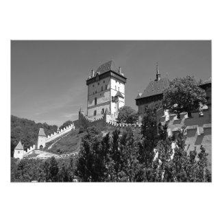 Foto Vista do castelo gótico Karlštejn.