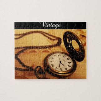 Fotografia do relógio de bolso do vintage no quebra-cabeça