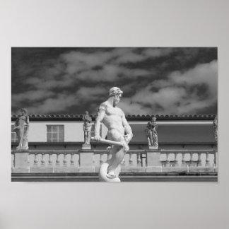Fotografia preto e branco da estátua poster