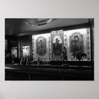 Fotografia preto e branco da sala de bar do poster