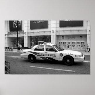 Fotografia preto e branco do carro de polícia de pôster