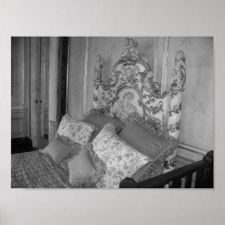 Fotografia preto e branco do quarto do vintage poster