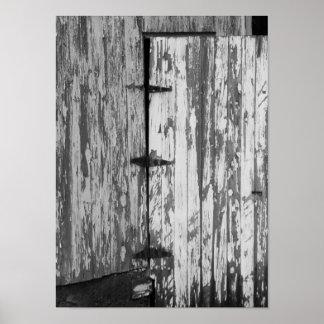 Fotografia preto e branco velha da porta de poster