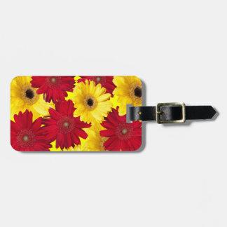 Fotografia vermelha e amarela da margarida de etiqueta de bagagem