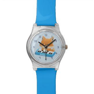 Fox pequeno bonito no relógio das crianças do