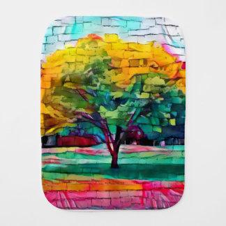 Fralda De Boca Árvore do outono em cores vívidas