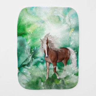 Fralda De Boca Cavalo bonito no país das maravilhas