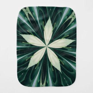 Fralda De Boca Folhas do branco em um caleidoscópio verde da