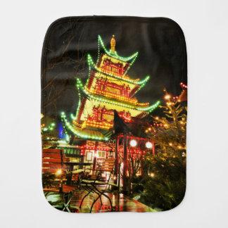 Fralda De Boca Pagode chinês na noite