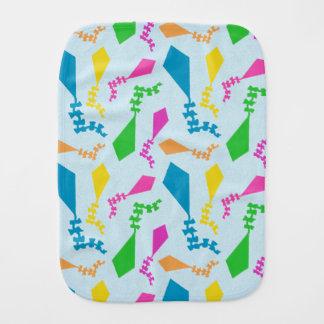 Fralda De Boca Teste padrão brilhante e colorido dos papagaios do