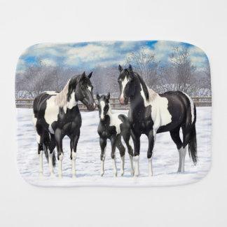 Fraldinha De Boca Cavalos pretos da pintura na neve