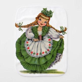 Fraldinha De Boca O dançarino irlandês retro da boneca com dobras