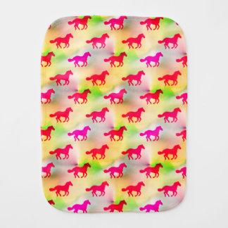 Fraldinha De Boca Potro equestre do pônei Running cor-de-rosa do
