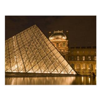 France, Paris. O Louvre no crepúsculo. Crédito 2 Cartão Postal