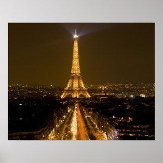 France, Paris. Opinião do Nighttime da torre Eiffe Pôster