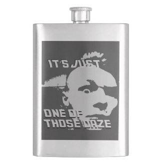 Frasco De Bebida Apenas um dos aqueles Daze - garrafa clássica