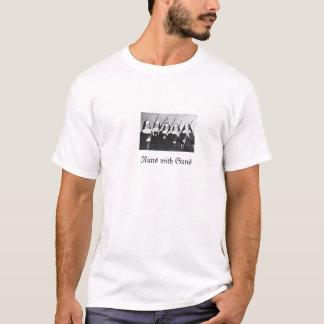Freiras com camiseta das armas