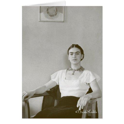 Frida Kahlo assentou com pintura de Frida Cartao